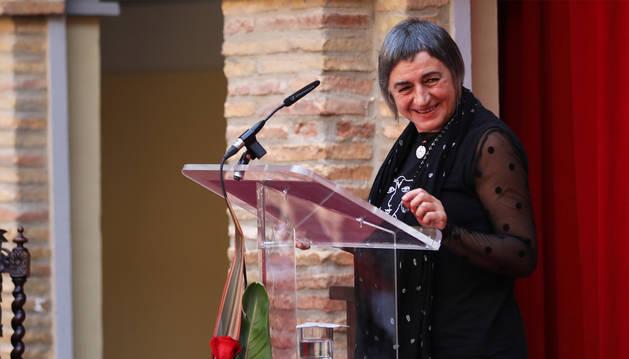La activista Stasa Zajovic durante el discurso tras recibir el homenaje del Ejecutivo foral.