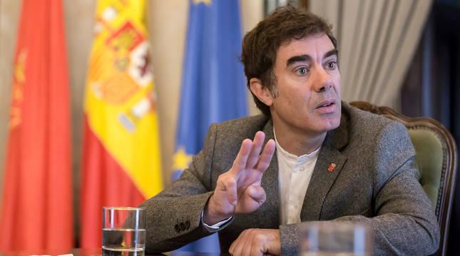 Foto del consejero de Políticas Migratorias y Justicia, Eduardo Santos.