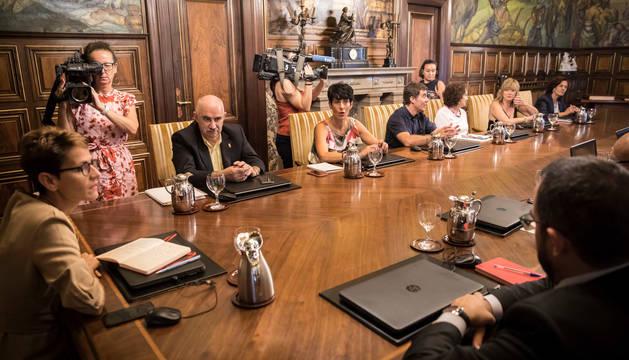 Foto de la presidenta María Chivite y los vicepresidentes y consejeros del Gobierno, en su primera reunión el pasado 8 de agosto.
