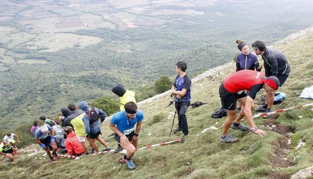 Cerca de 200 corredores afrontaron este domingo por la mañana el XI Kilómetro Vertical Uharte-Beriain carrera en la que Iban Murua y Ainhoa Sanz se impusieron al resto,