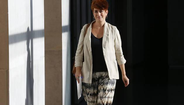 La portavoz de EH Bildu en el Parlamento, Bakartxo Ruiz, este lunes a su llegada a la junta de portavoces.