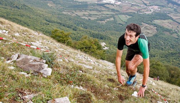FOTO DE Mikel Beunza, campeón navarro de Kilómetro Vertical, durante la prueba del pasado domingo en las laderas del Beriáin (San Donato).