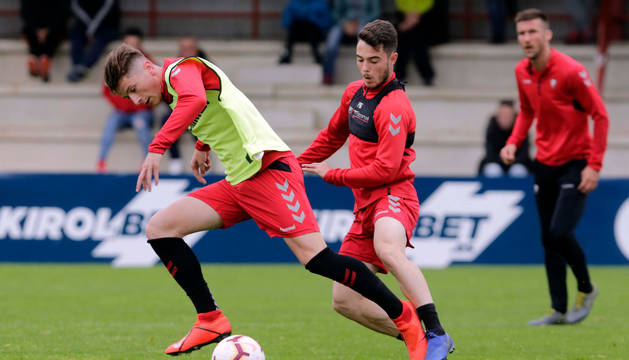 FOTO DE Miguel Olavide junto a José Hualde en un entrenamiento de esta pasada temporada.