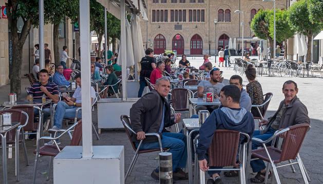 foto de El buen tiempo sigue llenando las terrazas. En la imagen las del entorno de la plaza de la Coronación.