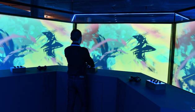 Fundación Telefónica ofrece un recorrido por el proceso creativo de los videojuegos y su impacto en la sociedad.