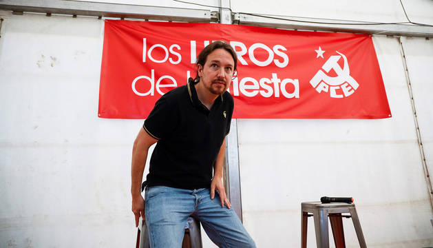 El secretario general de Podemos, Pablo Iglesias, durante su visita al acto del PCE en Rivas Vaciamadrid.
