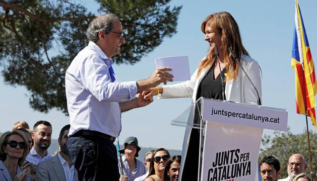 El presidente de la Generalitat, Quim Torra, junto a la portavoz parlamentaria Laura Borràs.