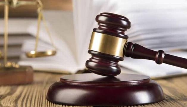 Foto de un mazo de juez.