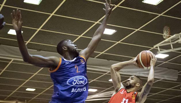 El Basket Navarra cedió su primera derrota ante el Zornotza