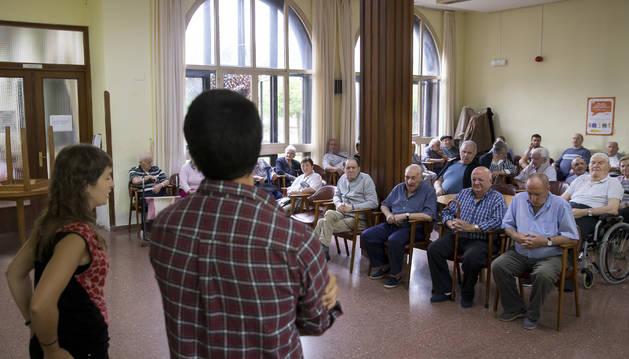 Foto de una sesión de bertsolaris en la residencia Francisco Joaquín Iriarte, en julio.