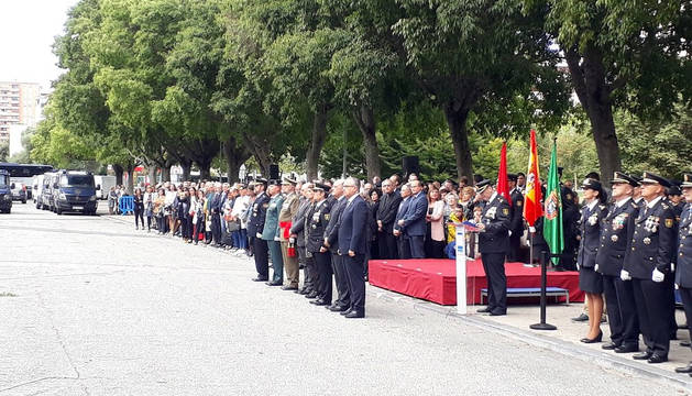 Autoridades y mandos policiales, en la celebración del Día de la Policía en el parque de Antoniutti de Pamplona.