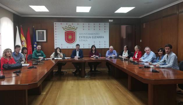 Los representantes municipales, constituidos ayer en Gedemelsa en la convocatoria celebrada en el salón de plenos.