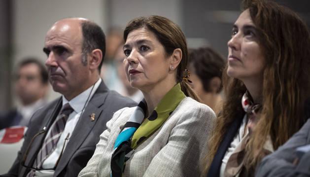 Foto de Carmen Becerril, segunda por la izquierda, junto al consejero de Desarrollo Económico Manu Ayerdi.