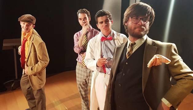 Foto de cuatro de los miembros del reparto, Antonio Díaz Perfecto, Borja Vaíllo Usón, Juan Rodríguez Torregrosa y Toni Martínez Martínez, durante uno de los ensayos de la obra.