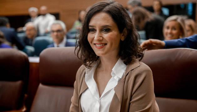 foto de La presidenta de la Comunidad de Madrid, Isabel Díaz Ayuso, durante una sesión plenaria
