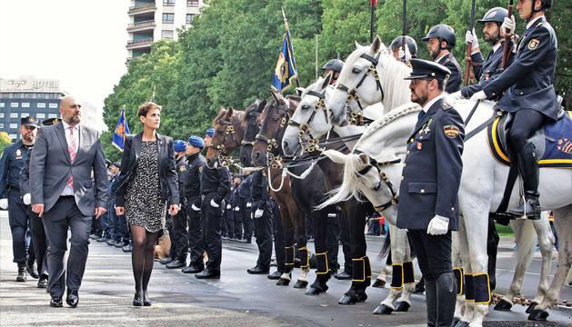 José Luis Arasti, delegado del Gobierno, y María Chivite, presidenta del Gobierno foral, durante el acto por el día de la Policía Nacional.