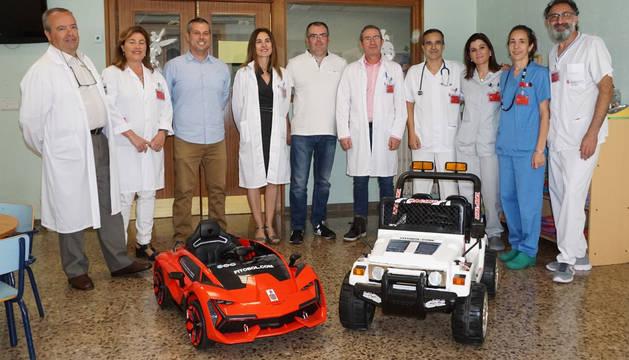 Acto de entrega de los dos cochecitos eléctricos que utilizará el Hospital Reina Sofía de Tudela.