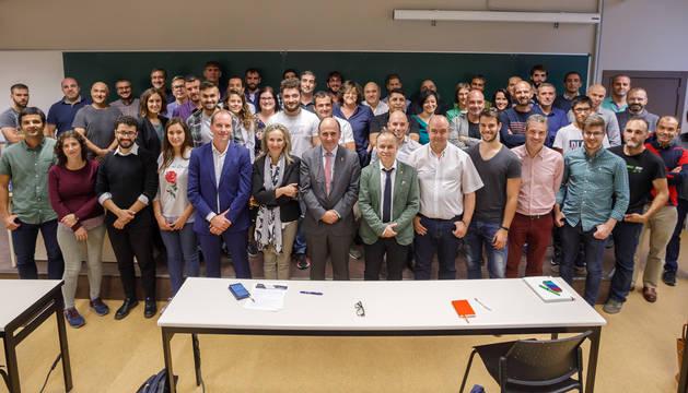 foto de Autoridades y participantes en la primera sesión formativa en ciencia de datos