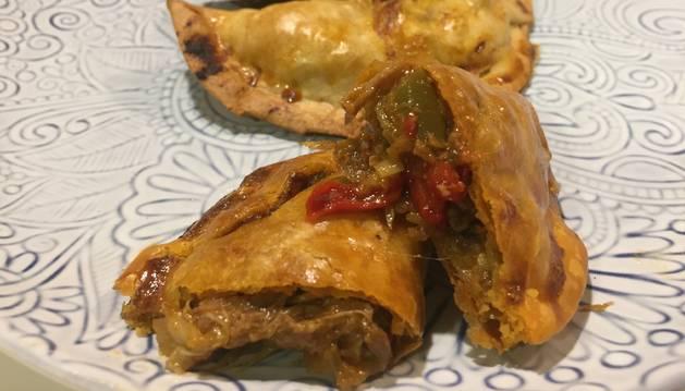 Estas empanadillas de carne de cocido son tres de las delicias de sobras de hoy.