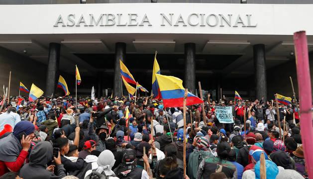 La Policía retoma el control del Parlamento en Ecuador tras ser asaltado por indígenas