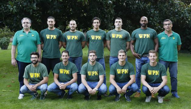 La plantilla y cuerpo técnico de División de Honor del Waterpolo Navarra que se presentó ayer con las ausencias de Jaime, Josu y Rafael Contreras.