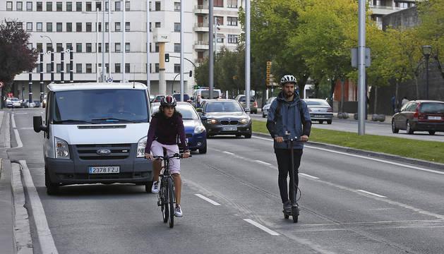 Recorrido en bici y patinete por las calles de Pamplona