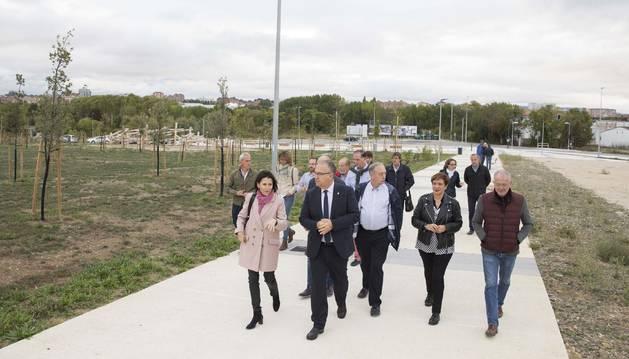 Foto del Consejo de Gerencia de Urbanismo del Ayuntamiento de Pamplona, encabezado por el alcalde, Enrique Maya, ha visitado esta mañana el espacio.