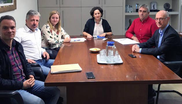 Reunión entre representantes de UAGN y la consejera Mari Carmen Maeztu.