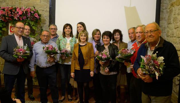 Fotografía de grupo de la junta pionera de ASCOTA, homenajeada en el acto del viernes.