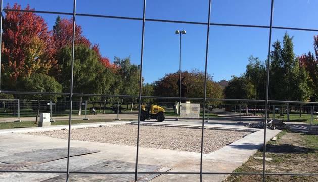 """Aspecto del solar que ocupaba el """"Cubo"""" en el parque de la Constitución de Barañáin."""