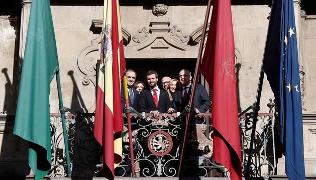 El presidente del PP y candidato a la Presidencia del Gobierno, Pablo Casado, se ha reunido este viernes en Pamplona con el presidente de UPN, Javier Esparza, y el alcalde de la capital navarra, Enrique Maya.