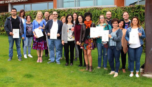 Representantes de Teder y las entidades colaboradoras junto con los comisionados de las empresas reconocidas ya con el sello.