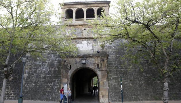 Vista principal del acceso que conecta la avenida del Ejército con la Ciudadela.