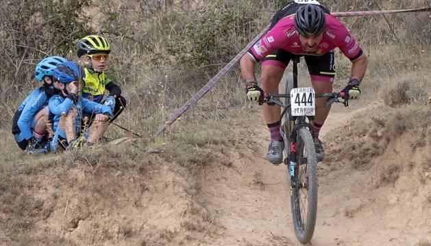 La localidad de Tierra Estella acogió este domingo al disputa de la prueba ciclista.
