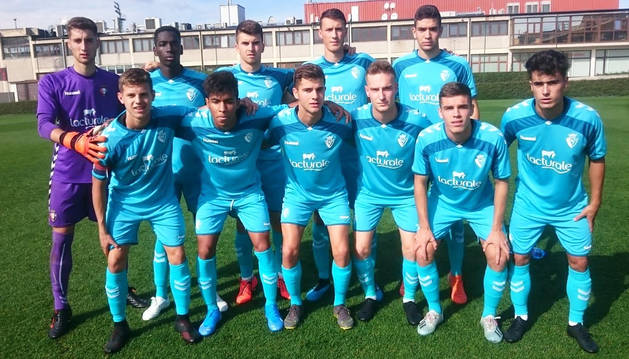 Jorge Herrando, arriba (segundo por la derecha), antes de jugar en Lezama.