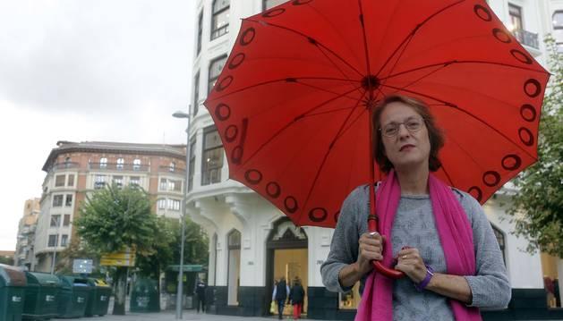 Foto de Marta Sanz, fotografiada ayer en la avenida de Roncesvalles de Pamplona.