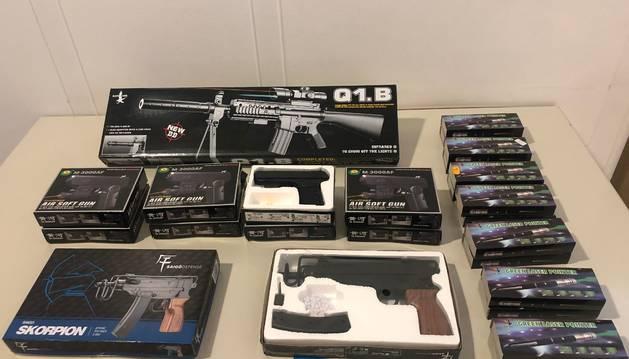 Imagen de las armas de juguetes intervenidas por Policía Municipal.