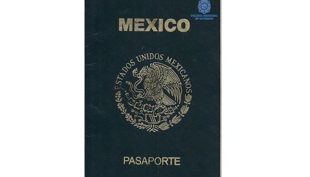 Pasaporte mexicano falso presentado por el detenido.