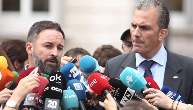 El presidente de VOX, Santiago Abascal y el secretario general de Vox, Javier Ortega Smith, en rueda de prensa tras conocerse la sentencia del Tribunal Supremo.