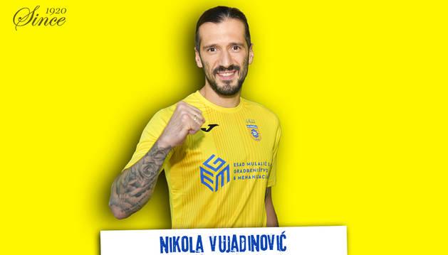 Imagen del fichaje de Nikola Vujadinovic colgada en Twitter por el club esloveno NK Domzale.