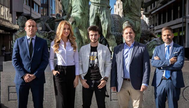 Foto de Pablo Andoño, de Caixabank, Amaia Izar, Miss Mundo España 2018; Javier Erro, finalista de La Voz, Fernando Sesma, concejal del Ayuntamiento de Pamplona; y Danny Imízcoz, de Matukio.