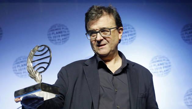 El escritor Javier Cercas, con la novela