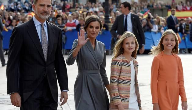 Bienvenida a la Familia Real en Oviedo con motivo de los Premios Princesa de Asturias