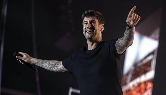 Melendi actuó en la noche de este viernes 17 de octubre de 2019 en el pabellón Navarra Arena de Pamplona ante un heterogéneo público que disfrutó con las canciones del asturiano.