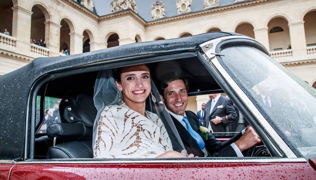 Foto de Jean Christophe Napoleón Bonaparte y Olympia von Arco-Zinneberg, este sábado tras la ceremonia.