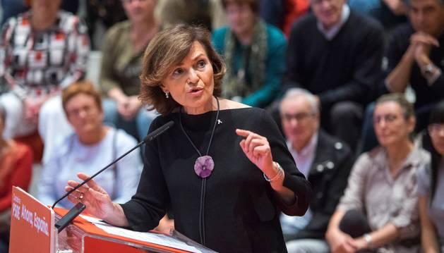 La vicepresidenta del gobierno de España, Carmen Calvo, hoy en Santander en un acto de precampaña en el Palacio de Festivales de Santander.