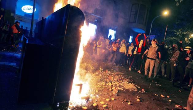 Foto de manifestantes en las inmediaciones de la plaza de Urquinaona.