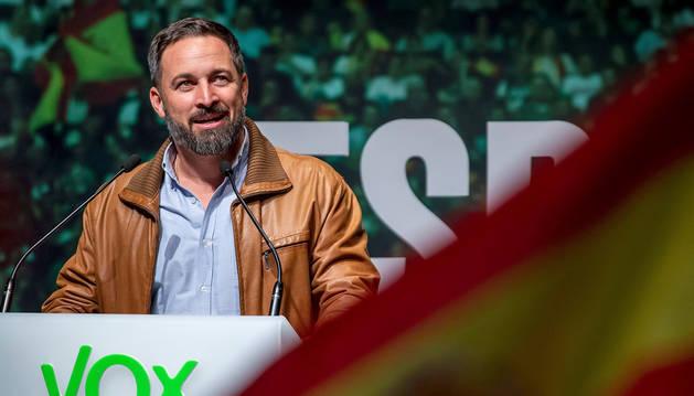Foto del presidente de Vox, Santiago Abascal,ofrece un discurso durante un acto público celebrado este sábado en Burgos.
