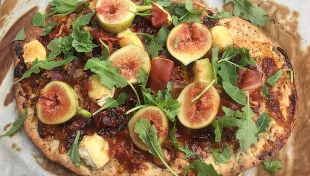 Una pizza diferente, con mermelada, con higos, con quesos y con jamón