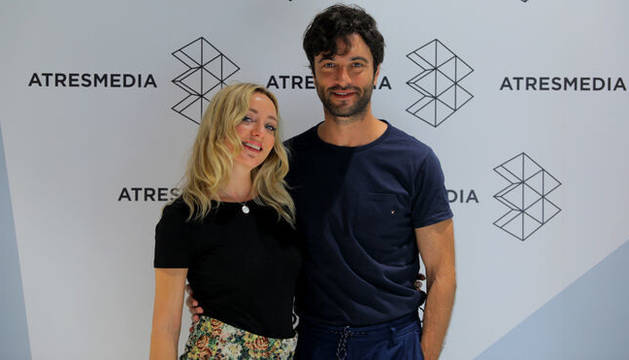 Javier Rey ('Fariña') y Ángela Cremonte ('Las chicas del cable') son los protagonistas de 'Mentiras'.